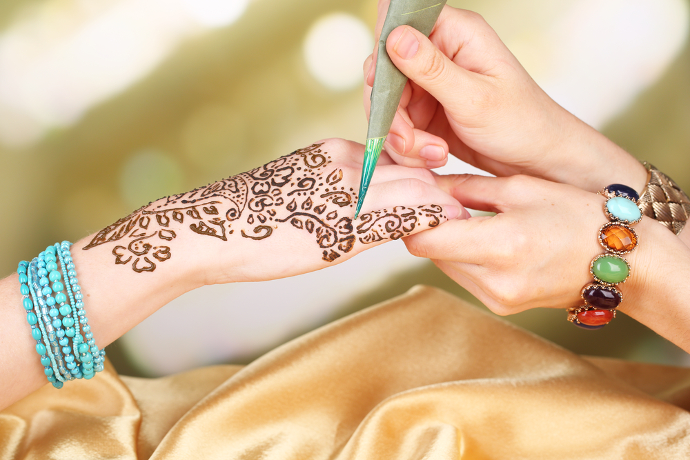 Best Places For Authentic Henna Hand Art Vine Vera Stores