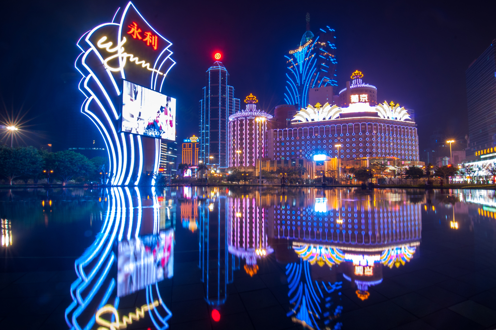 Vines-Vera-Stores-Vising-Macau-Casino