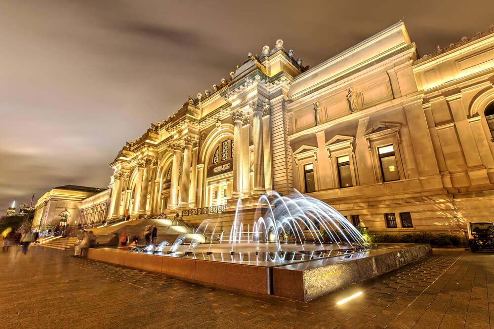 metropolitan museum of art, night view